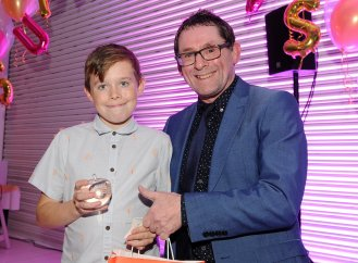 Lakeside Primary School are presented with the winners award for Enterprising Star by Chris Page at the Doncaster Free Press Superkids.